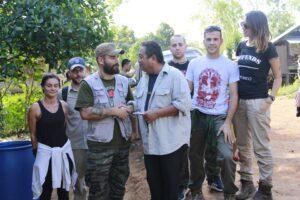 i volontari di sol.id consegnano aiuti